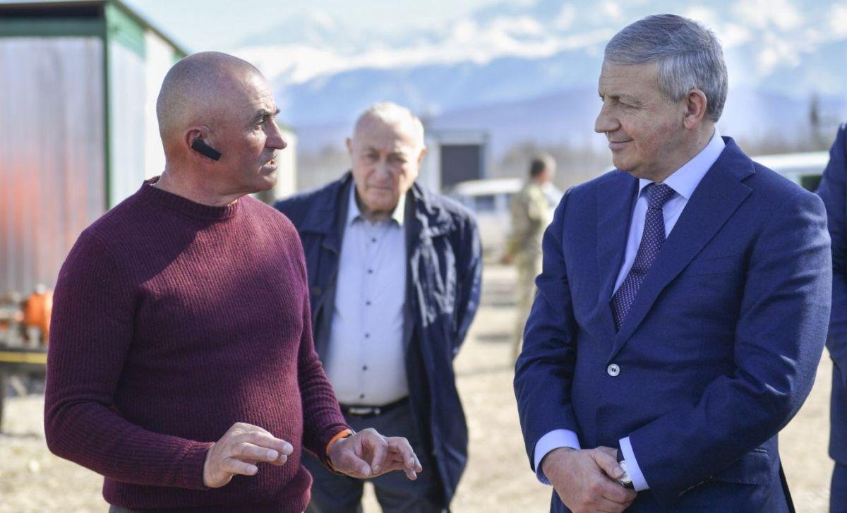 Вячеслав Битаров посетил фруктовый сад компании «Владка» и тепличный комплекс «Экосфера»