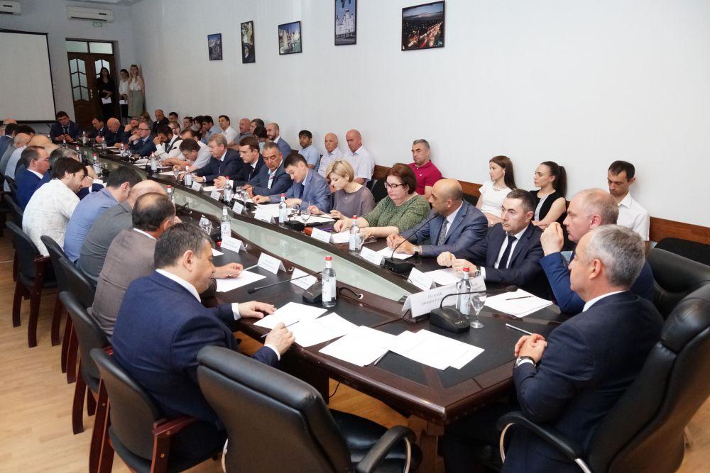 3 июня 2019 г. в конференц-зале здания Комитета РСО-Алания по занятости населения состоялся круглый стол «Власть и бизнес» под председательством Тускаева Таймураза Руслановича.