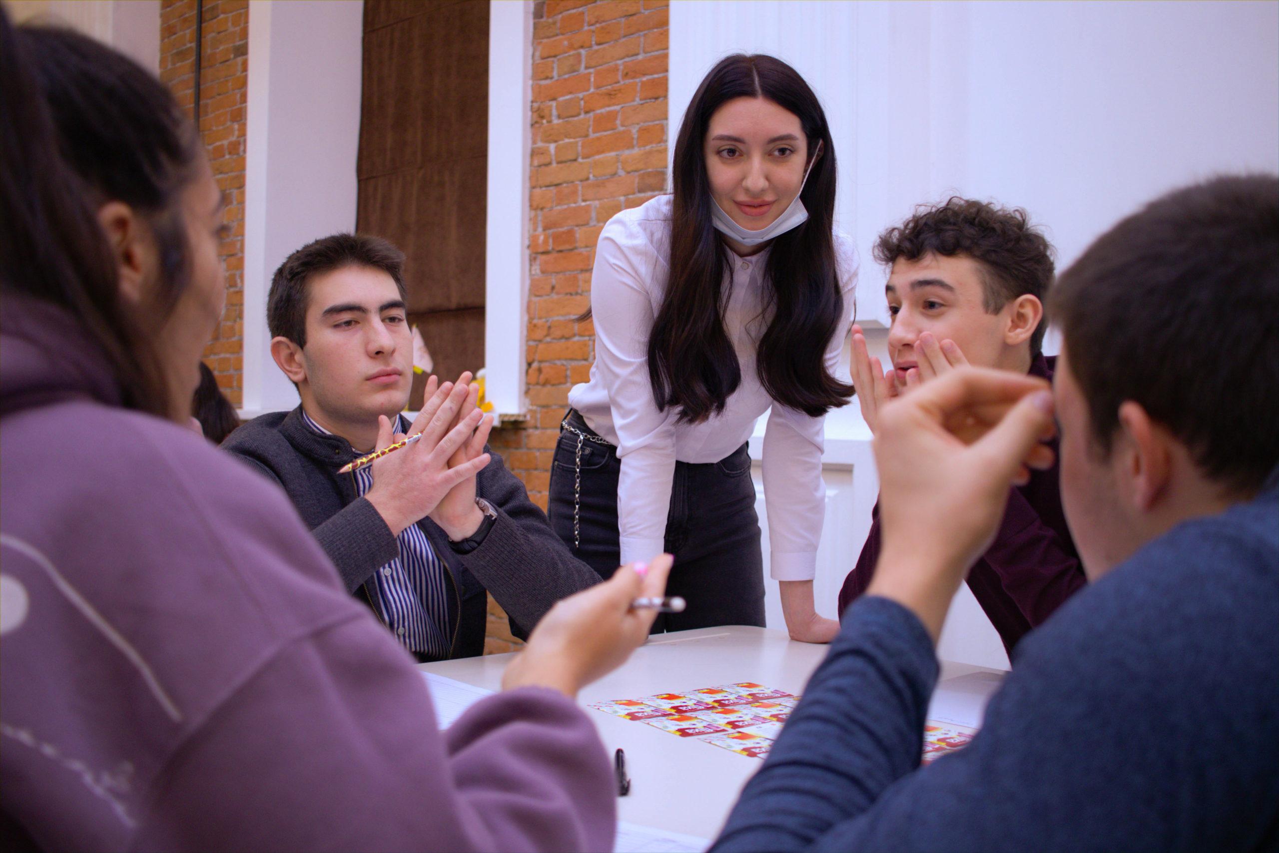 Фонд поддержки предпринимательства совместно с АНО ДО «Учебный центр Стартап» провел деловые игры «FLIXA»